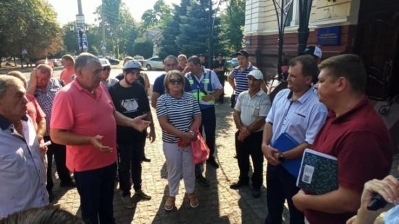 Фермери з Миколаївщини звинувачують ексдепутата облради в рейдерстві