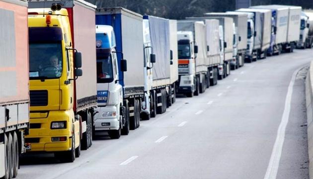 Уряд пропонує запровадити плату за проїзд вантажівок дорогами державного значення
