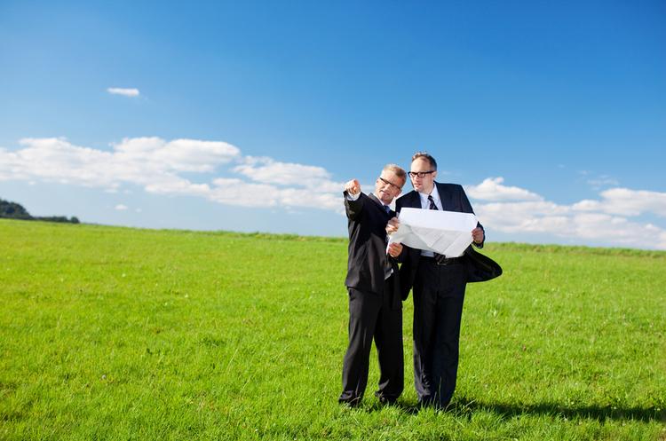 Забирає багато часу: частина нотаріусів не хоче братися за оформлення угод купівлі-продажу землі