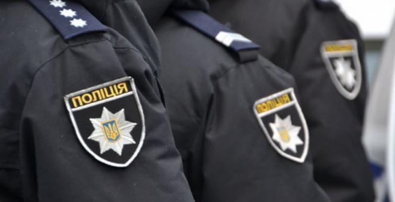 Поліція припинила незаконні дії групи озброєних молодиків на території фермерського господарства
